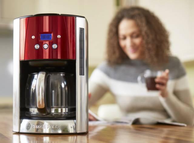 Russell Hobbs Kaffeemaschine Luna Solar Red 23240-56 mit Brausekopf-Technologie.