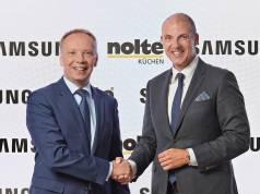 Win-Win: Alexander Zeeh (re), Director Home Appliances Samsung Electronics und Nolte-Geschäftsführer Eckhard Wefing.