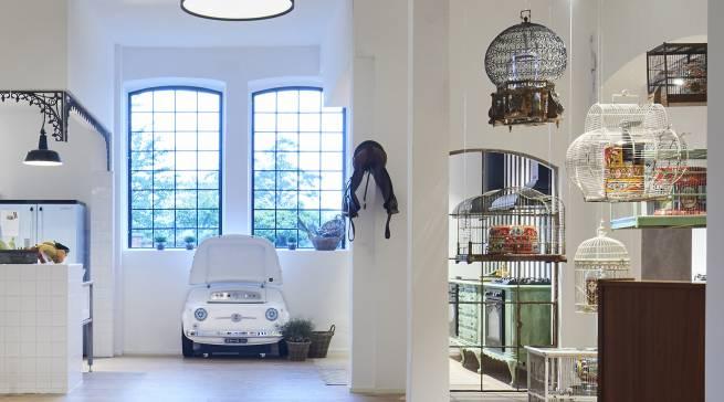 Noch verschlossen im Käfig: die neuen Kleingeräte aus der Dolce & Gabbana-Edition.