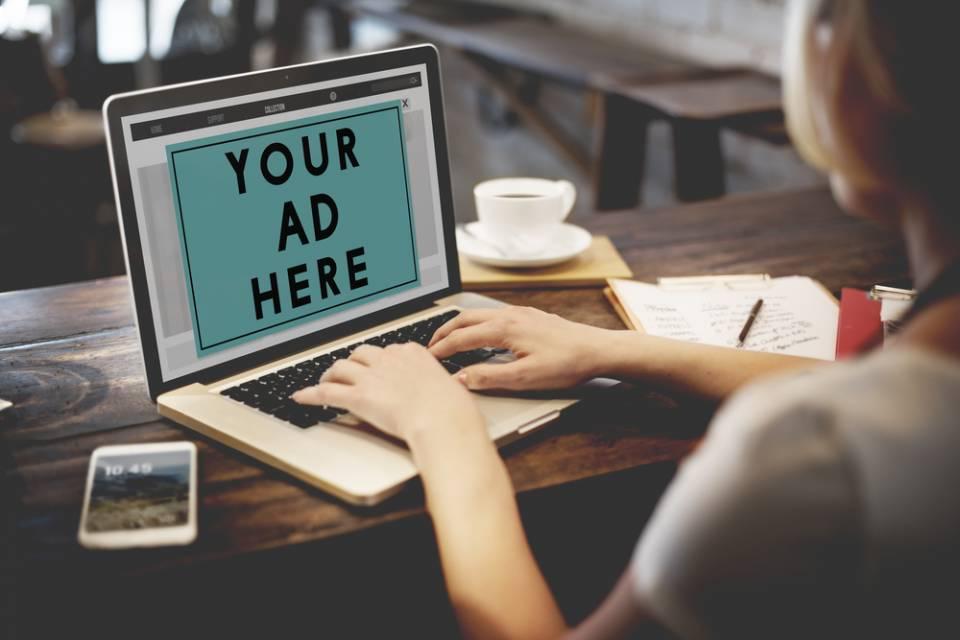 Beim Verlassen der Webseite erscheint eine Exit Pop Up Box mit Werbung.