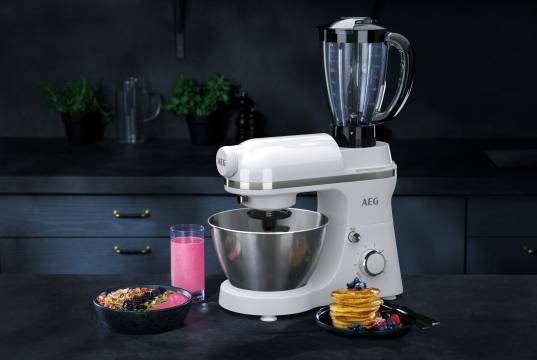 Die AEG Küchenmaschine KM3200 3Series mit integriertem Standmixer