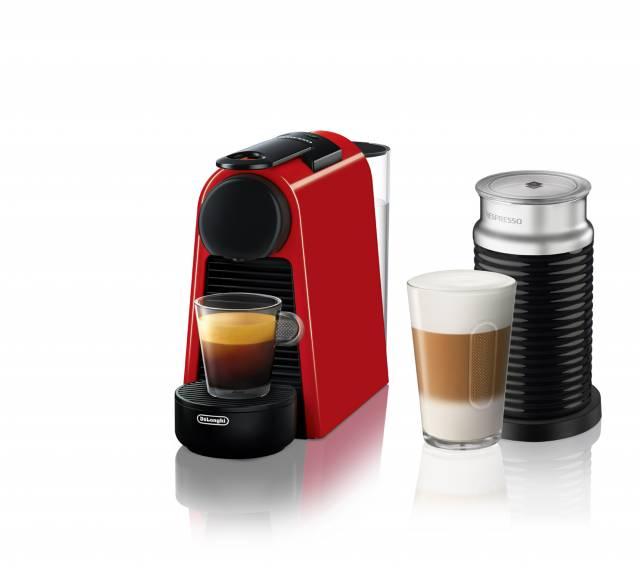 Die De'Longhi Kaffeemaschine Nespresso Essenza Mini in der Farbe Glossy Red mit Aeroccino3-Milchaufschäumer