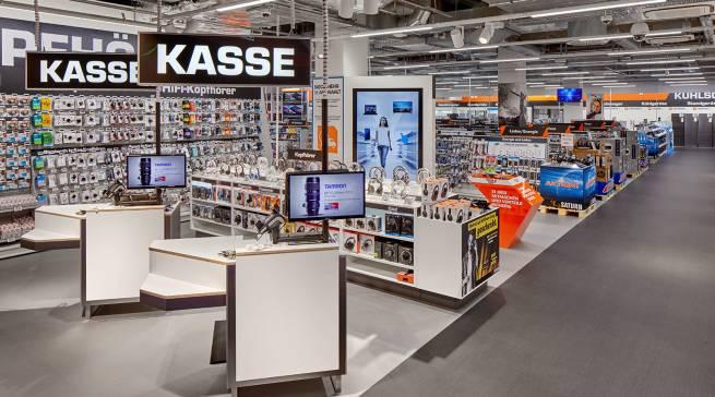 """…bei genauerem Hinsehen deutlich komprimierter: der neue Saturn in der Hamburger """"Marktplatz Galerie"""" im Stadtteil Bramfeld."""