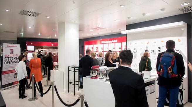 Bereits am Eröffnungstag fand der KitcheAid-Store lebhaften Zuspruch.