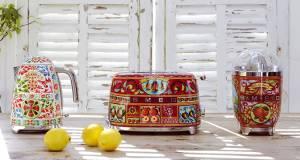 Unverkennbar zu 100% Dolce & Gabbana Design: Toaster, Zitruspresse und Wasserkocher versprühen süditalienische Lebensfreude pur.