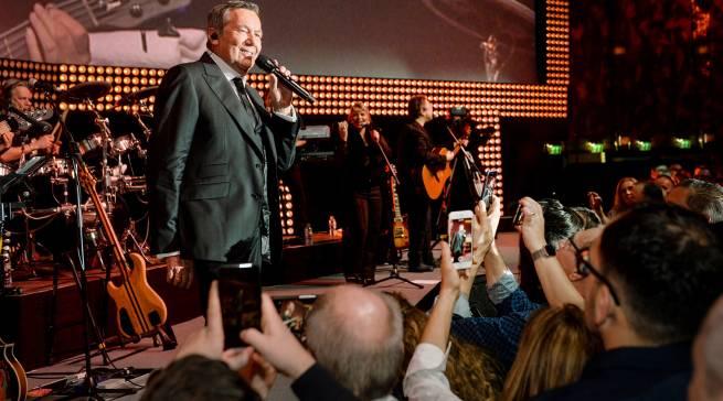 """Top-Acts auf der Bühne im Crowne Plaza Hotel Neuss: Die """"Schlagernacht"""" mit Roland Kaiser …."""