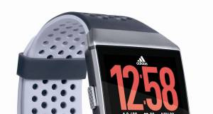 Fitbit Fitness-Uhr Ionic: adidas edition mit Coaching-Programm adidas Train.