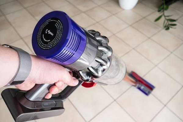 """Dyson V10 im Test: Der erste """"echte"""" kabellose Staubsauger?"""