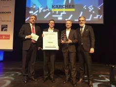 Klaus Hirschle, Vertriebsleiter Großfläche und Elektrofachhandel (2. v. li.) und Patrick Spachmann, Leiter Marketing und Produktmanagement der Alfred Kärcher Vertriebs GmbH (2. v. re.), nahmen den BHB-Kundenservicepreis 2018 entgegen.