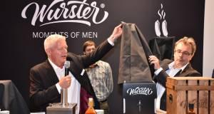 Auf der IFA 2015 enthüllten Rudolf Schulte und Ralf Wietek (re) den Wurster, das Top-Thema Nr. 1 der Messe.