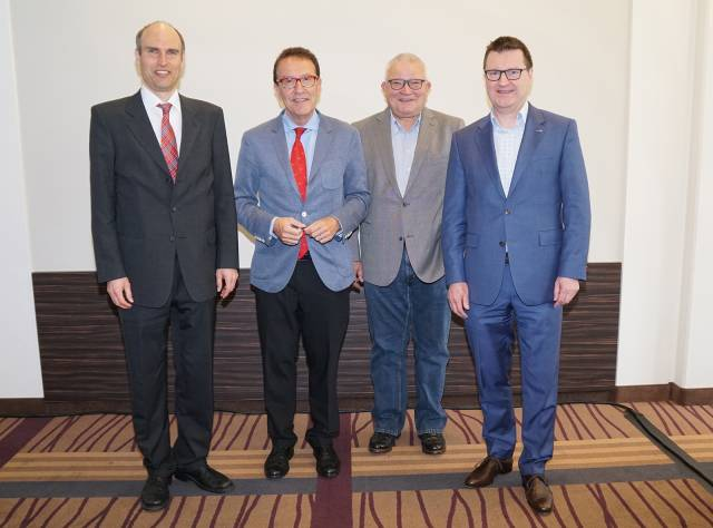 Wachwechsel beim Handelsverband Technik (BVT): Ende November scheiden Willy Fischel (2.v. li.) und Willi Klöcker (2.v. re) aus, Steffen Kahnt (li) und Frank Schipper (re) übernehmen.
