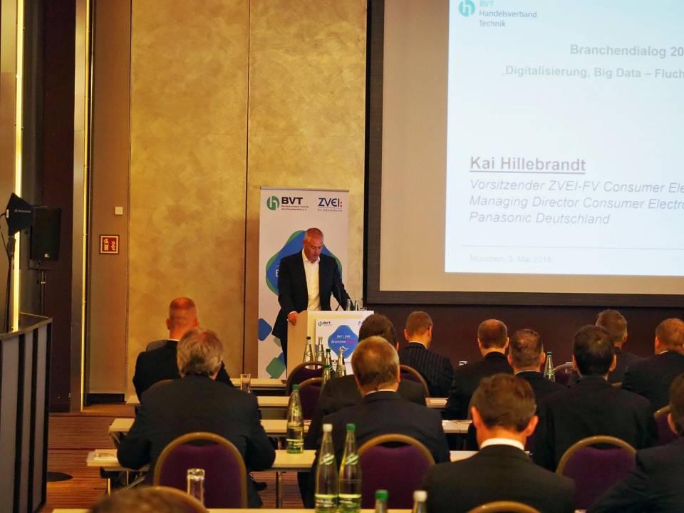 Begrüßte die Gäste in seiner Eigenschaft als Vorsitzender des ZVEI-Fachverbandes Consumer Electronics: Kai Hillebrandt (Panasonic).