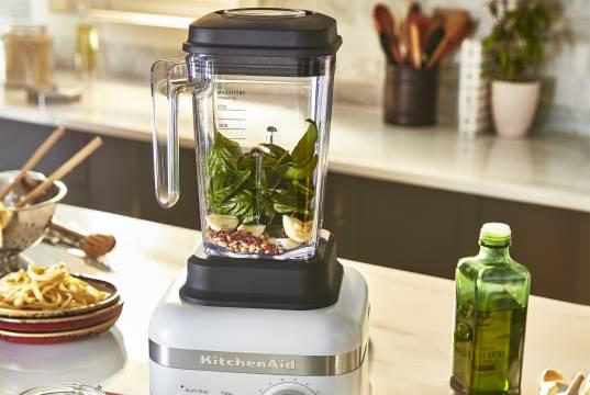 KitchenAid Blender High Performance mit 4D-Messer.