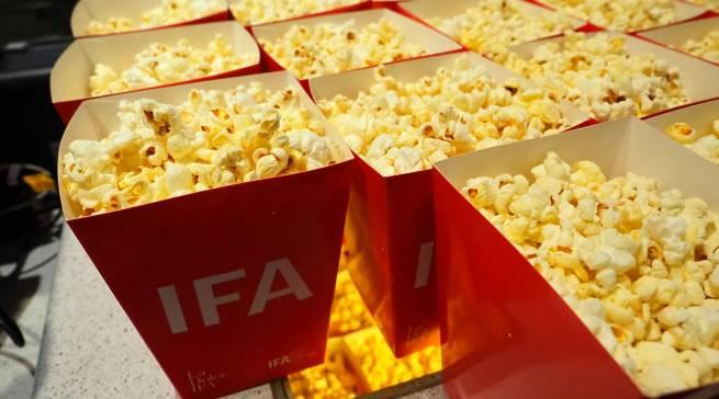 Zur Pressekonferenz im Kino gehört auch Popcorn.