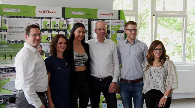 Machen die Marke Soehnle fit für die Zukunft (v.li.): Kalle Debus (Brandmanagement), Barbara Horn (Pressesprecherin), Rebecca Mir (Moderatorin, Model), Markus Dombrowsky (Head of Brand Management), Philipp Herms-Westendorf, Brandmanagement) und Isabelle Kronier (Online Marketing).