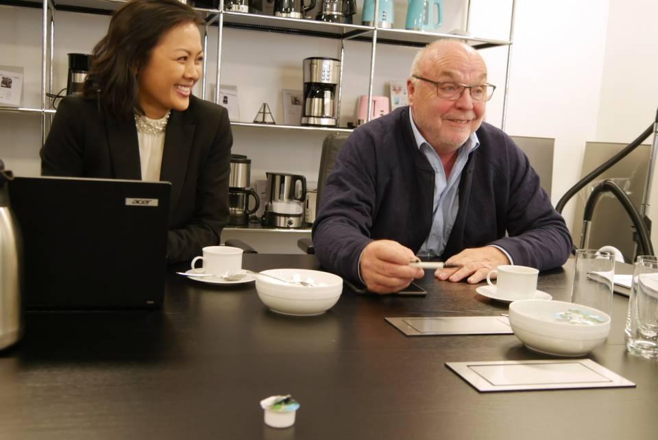 Erläutern die Kleingeräte-Strategie der GGV Handelsgesellschaft: Thanh Truc Tran und Christian Mecklenburg.