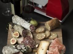 Ein guter Allesschneider macht viele Verpackungen für Brot, Käse, Wurst und Schinken überflüssig.
