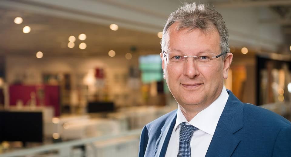 Magister Thomas Saliger, Unternehmenssprecher der Möbelgruppe XXXLutz