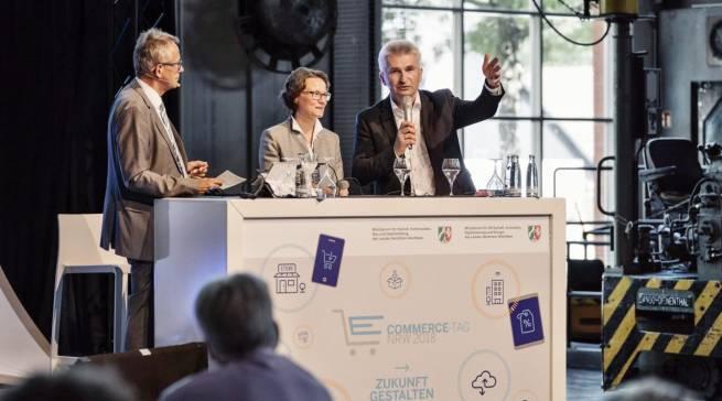 """""""Ich finde Beratung nicht überall und nicht in der Qualität, die ich mir wünschen würde"""", NRW-Wirtschaftsminister Prof. Dr. Andreas Pinkwart (r.)."""