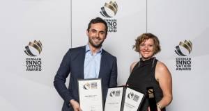 Freuen sich über die renommierte Auszeichnung: Diana Diefenbach und Florian Dilger von Samsung.