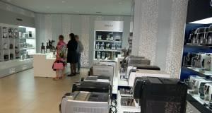 Im neuen Verwaltungsgebäude in Treviso präsentiert die De'Longhi Group aufmerksamkeitsstark die Produkte der Marken De'Longhi, Kenwood und Braun.