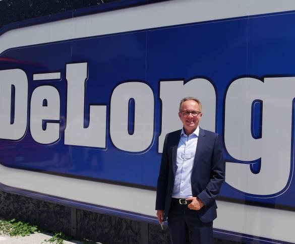 Ein gut gelaunter, entspannter Gastgeber vor der Unternehmenszentrale in Treviso: Stephan Patrick Tahy, Geschäftsführer der De'Longhi Deutschland GmbH.