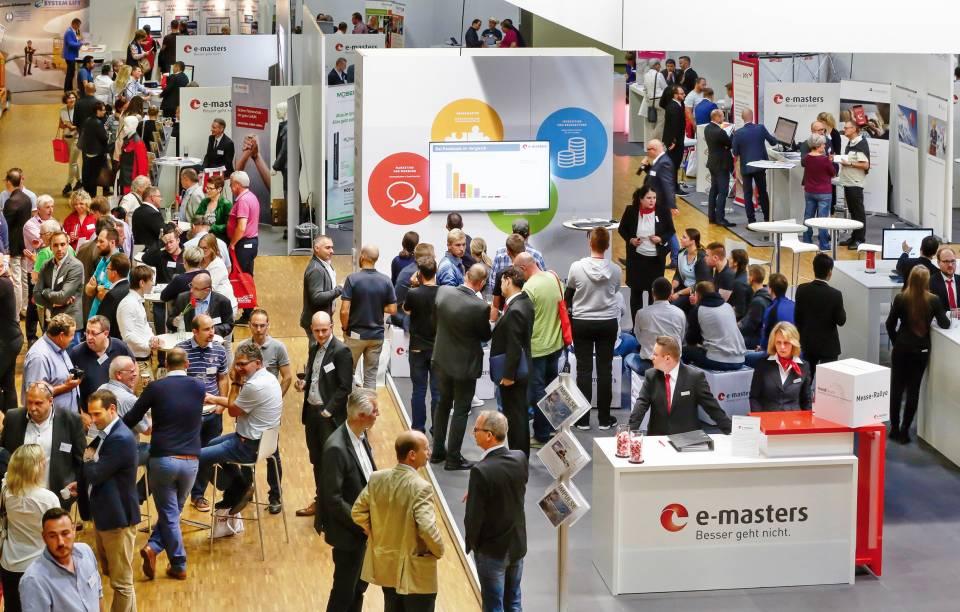 Lebhafter Besuch der e-masters Zukunftsmesse im Estrel Convention Center, Berlin.