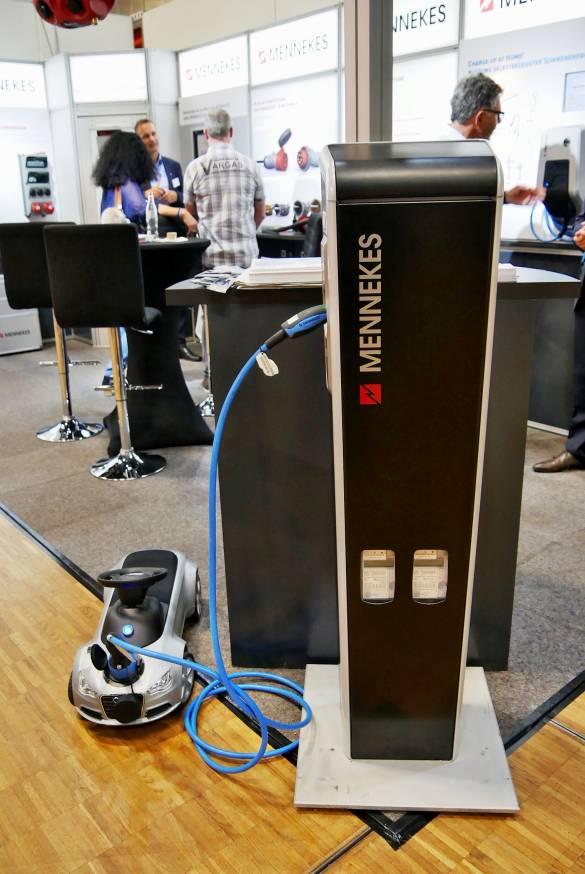 Auch die Elektro-Mobilität hält Einzug. Mennekes demonstrierte eine E-Tankstelle.