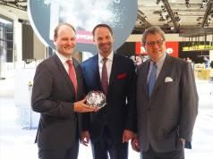 Haben mit dem Disk-System bei Geschirrspülern einen echten Coup gelandet: Dr. Markus Miele, Dr. Axel Kniehl und Dr. Reinhard Zinkann (v.li.).