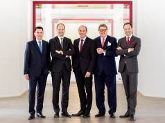 Die Miele-Geschäftsleitung meldet Rekordzahlen (v.l.): Dr. Stefan Breit (Technik), Dr. Markus Miele (Geschäftsführender Gesellschafter), Olaf Bartsch (Finanzen und Hauptverwaltung), Dr. Reinhard Zinkann (Geschäftsführender Gesellschafter) und Dr. Axel Kniehl (Marketing und Vertrieb).