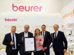 Urkundenübergabe auf der IFA (v.l.n.r).: Markus Bisping, René Efler (markt intern), Kerstin Glanzer, Sebastian Kebbe und Georg Walkenbach.