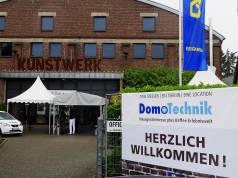"""Premiere in Mönchengladbach: Erstmals fand die Domotechnik im """"Kunstwerk"""" statt, eine ehemalige Speicherhalle mit reichlich Charme."""