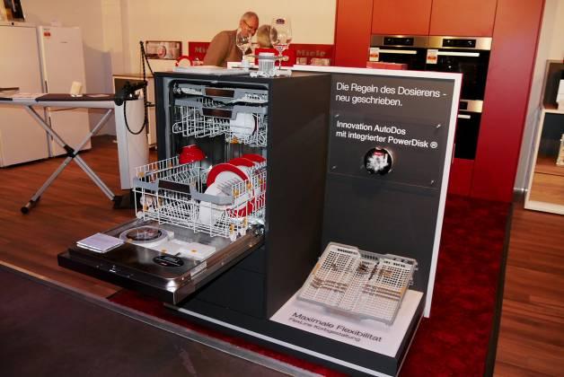 Auch in Mönchengladbach gezeigt: Der IFA-Hero von Miele, die Geschirrspüler-Generation G 7000 mit AutoDos und PowerDisk.