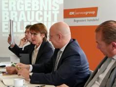 Kompetenz durch Trends: EK Vorstand Susanne Sorg präsentiert das aktuelle Trendkompendium 2018. Im Bild die Vorstände (v.li.): Franz-Josef Hasebrink (Vorsitzender), Susanne Sorg, Martin Richrath, Steve Evers.