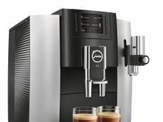 Jura Kaffeevollautomat E8 Modell 2018 mit 12 Kaffeespezialitäten auf Knopfdruck.