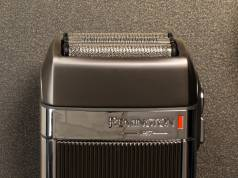 Remington Rasierer Heritage HF9000 ist ein Rasierer im Retro-Design.