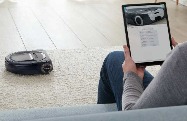 Bosch Staubsauger Roboter Roxxter BSR1ACAM mit integrierter Kamera.