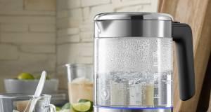WMF KÜCHENminis Glas-Wasserkocher 1l mit LED-Leuchtring im Boden.
