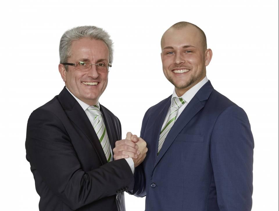 Schulter an Schulter werden Tobias und Klaus-Dieter Müller das Ladengeschäft EP: Müller künftig führen.