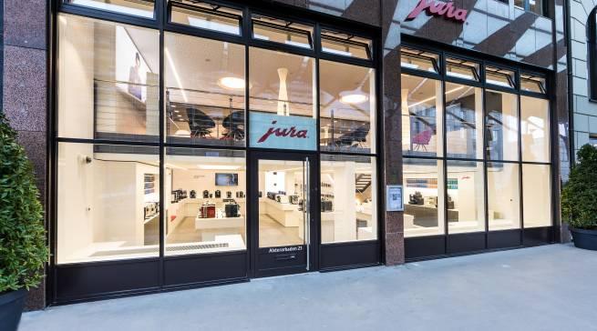 Der neu eröffnete JURA Store in Hamburg glänzt zwischen Fleet und Neuer Wall im Herzen der Elbmetropole.