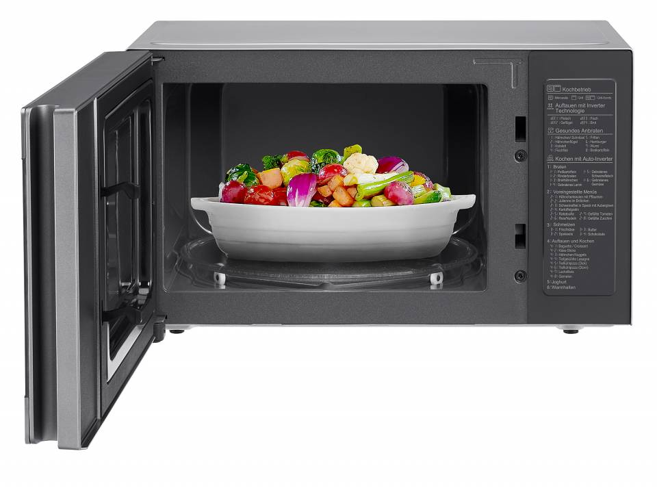 LG Mikrowelle NeoChef MJ 3965 ACS, auch als Dampfgarer, Grill und Ofen verwendbar.