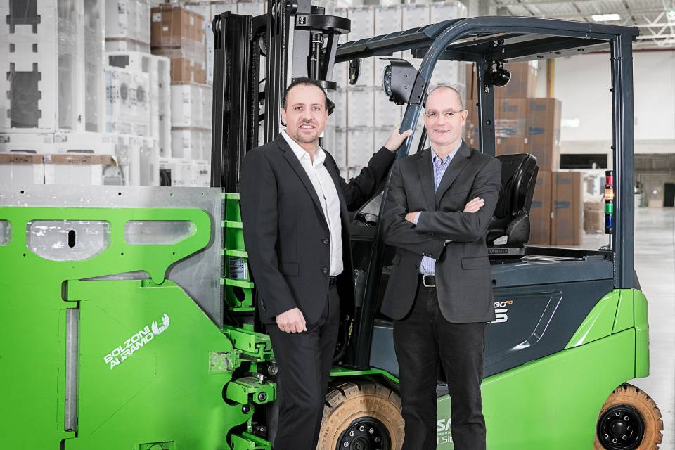Alpay Güner, CEO AO Europe, freut sich auf die Verstärkung durch den Logistikexperten Thomas Ruthekolck (re.).