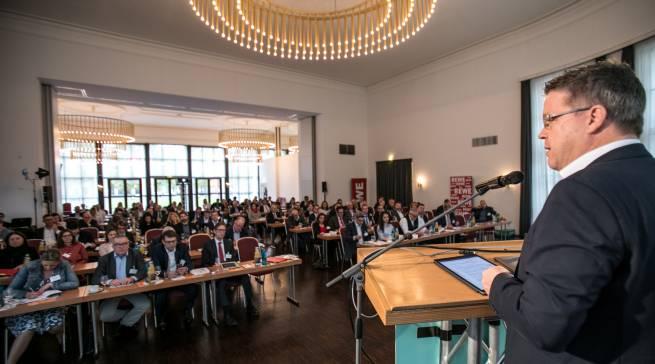 Der Handelstag in Wiesbaden schärfte das Bewusstsein für KI und VoiceCommerce. Fotos: Marc Fippel