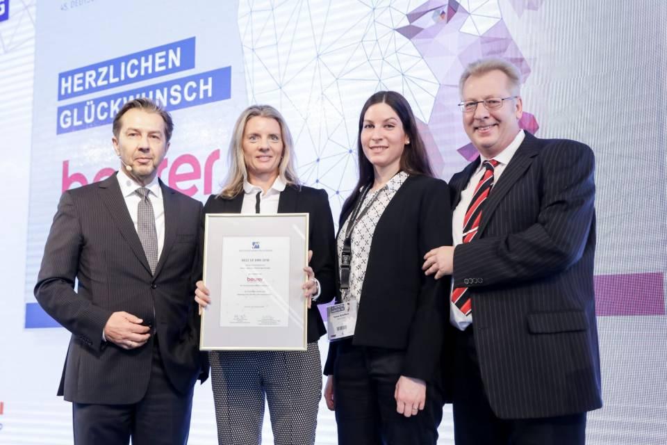 Das Foto zeigt v.l.n.r.: Prof. Bernd Radtke (Beirat DMV), Kerstin Glanzer (Marketingleiterin Beurer), Teresa Schellhorn (PR Managerin Beurer), Burkhard Freiberg (Sprecher des Beirats DMV). Foto: DMV/J.Wolter
