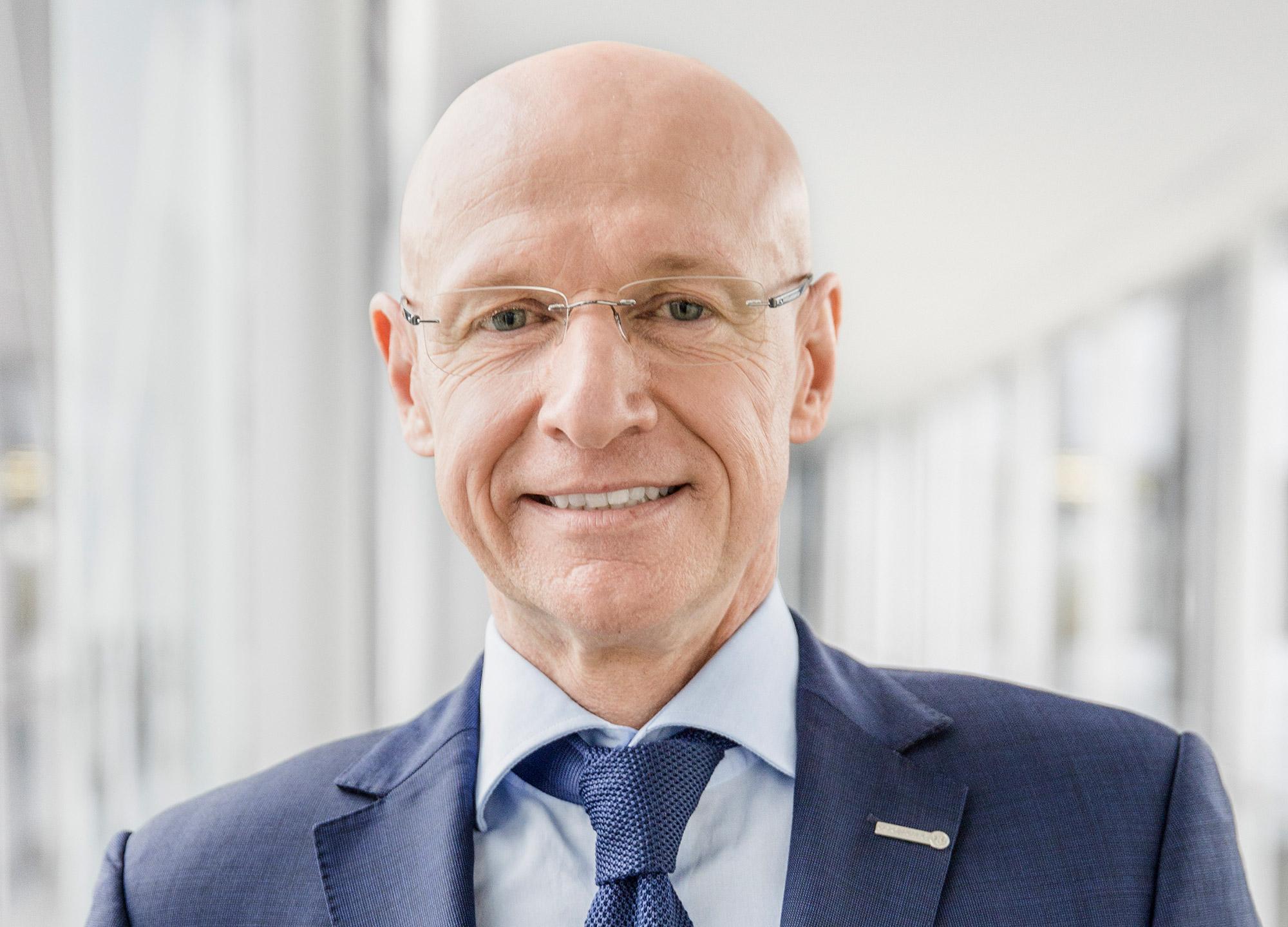 Frank Harder komplettiert Vorstand der expert SE
