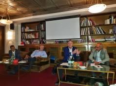 Gaben Auskunft zu den maßgeblichen Trends der Branche (v.l.): Jens Heithecker (IFA Executive Director), Kai Hillebrandt (Aufsichtsrat gfu), Volker Klodwig (stv. Vorsitzender des ZVEI-Fachverbands Elektro-Großgeräte) und Hans-Joachim Kamp (Aufsichtsratsvorsitzender der gfu): Fotos: G. Wagner