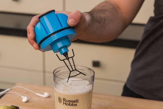 Russell Hobbs InstaMixer 24880-56 zum Mixen von Nahrungsergänzungsmitteln.