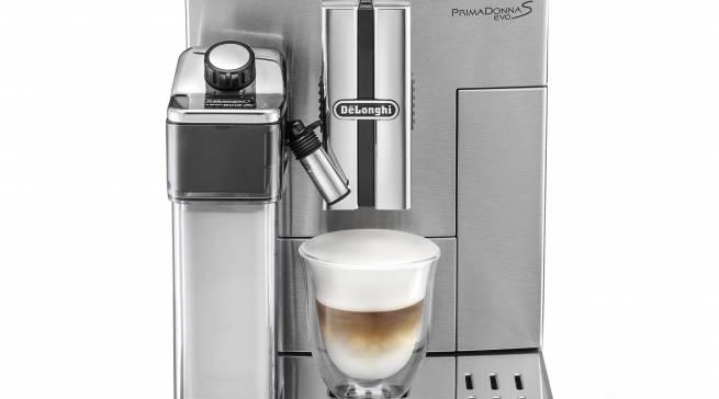 Macht einen Top-Milchschaum und einen guten Espresso mit feinporiger Crema: PrimaDonna S Evo von De'Longhi.