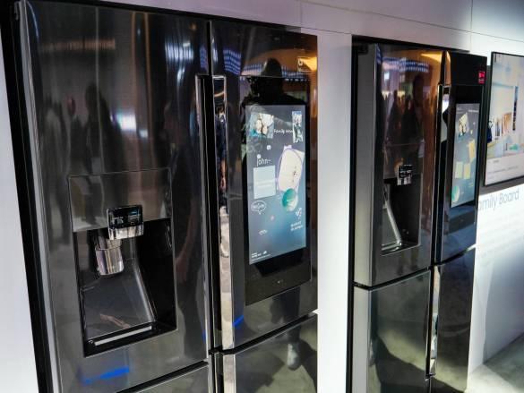 Das Samsung Family Hub macht den Side-by-Side-Kühlschrank zur Schaltzentrale in der Küche.