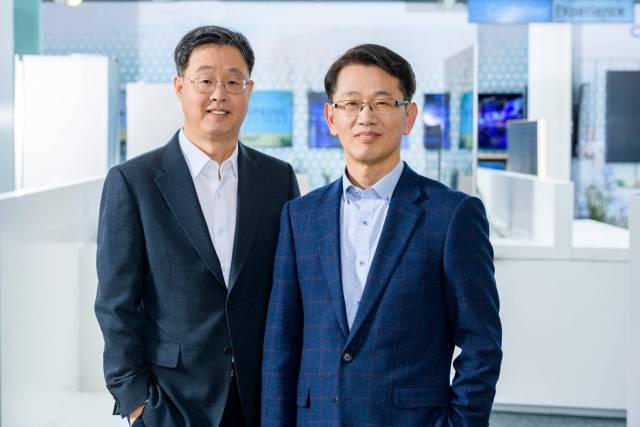 Mit Senior Vice President Sangho Jo (r.) und Vice President Willem Kim (l.) stehen erfahrene Manager an der Spitze der IT & Mobile Communication sowie der Consumer Electronics Division der Samsung Electronics GmbH.